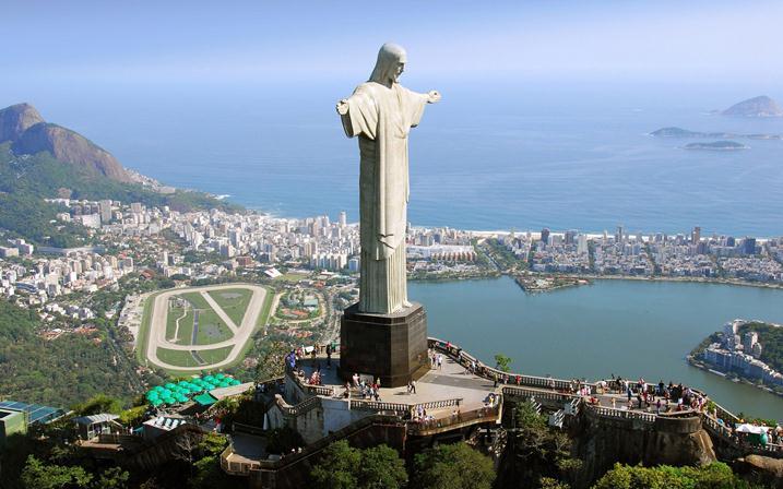 Статуя Иисуса в Бразилии фото